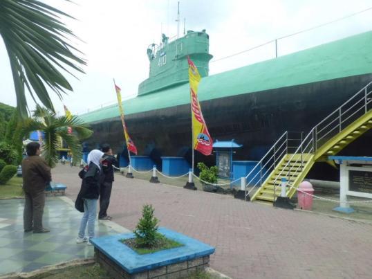 Kapal Selam Kota Surabaya Monumen Wisata