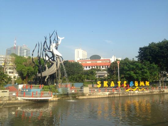 Kapal Selam Pasopati Foto Monumen Monkasel Surabaya Taman Skate Board