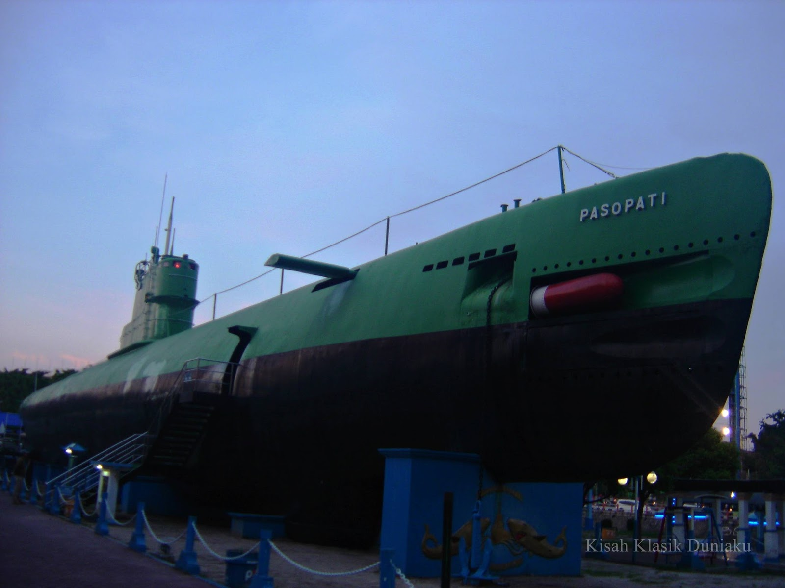 Kisah Klasik Duniaku Wisata Unik Surabaya Monkasel Aja Submarine Monument