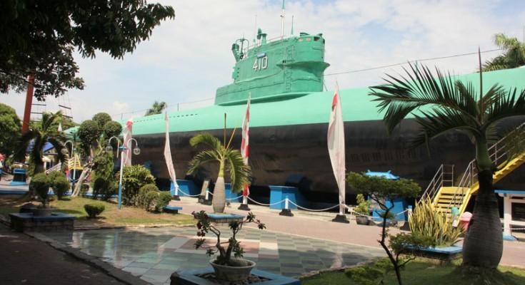 Memories Indonesia Underwater Missions Expat Wisata Monumen Kapal Selam Kota