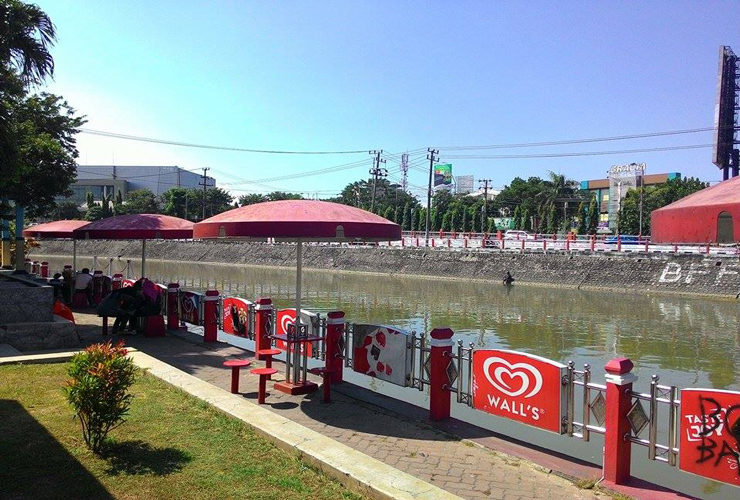 Menilik Sejarah Kelautan Indonesia Monumen Kapal Selam Surabaya Fasilitas Gazebo