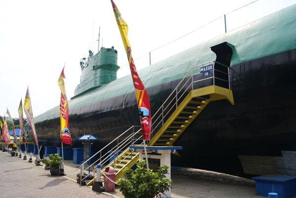 Monumen Kapal Selam Ekspedisi Cargo Logistic Monkasel Jl Pemuda 39
