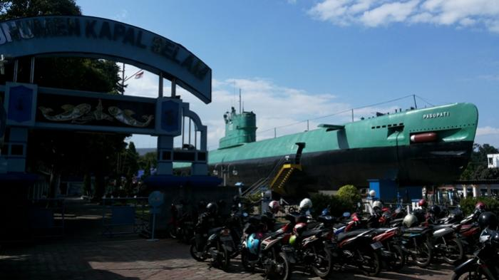 Monumen Kapal Selam Kri Pasopati 410 Surabaya Terbesar Se Asia