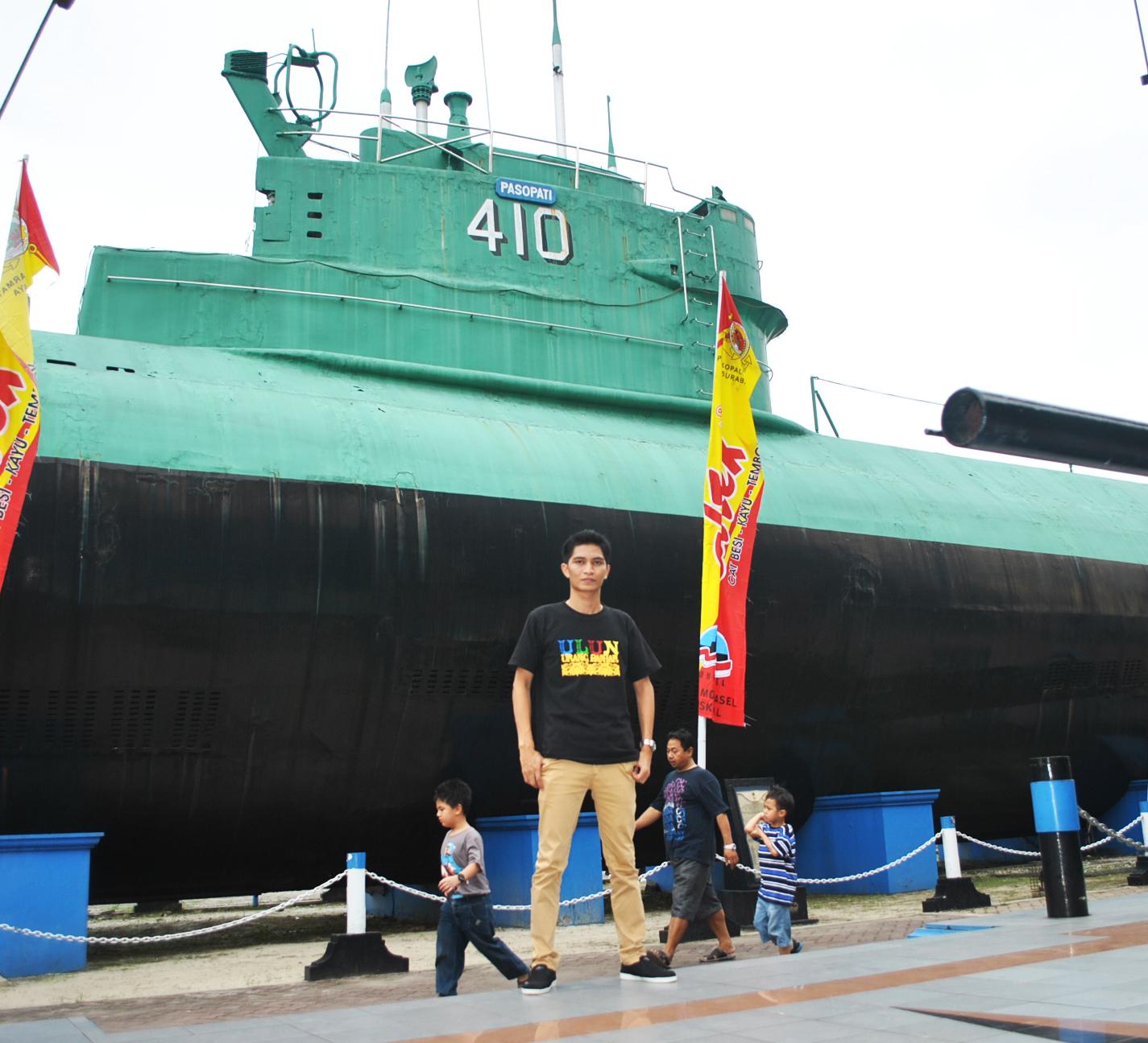 Monumen Kapal Selam Monkasel Surabaya Sahrul Khair Beliau Ditugaskan Memajang