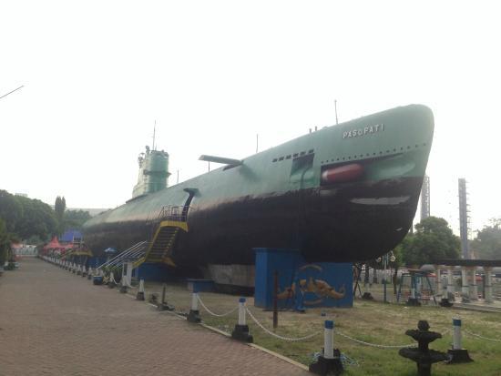 Monumen Kapal Selam Surabaya Foto Monkasel Wisata Kota