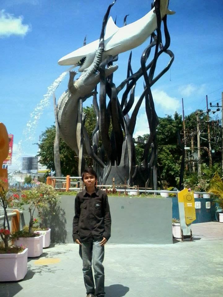 Patung Surabaya Monumen Kapal Selam Rizaltaf Diajak Kemana Ya Alhasil