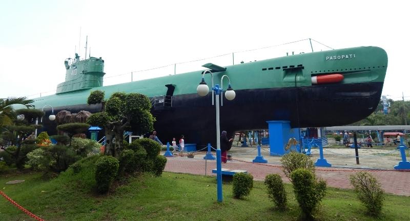 Surabaya Tips Wisata Monumen Kapal Selam Biasa Disingkat Monkasel Berlokasi