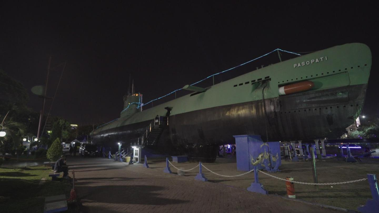 Unik Kapal Selam Terdampar Tengah Kota Surabaya Lho Monumen Vice