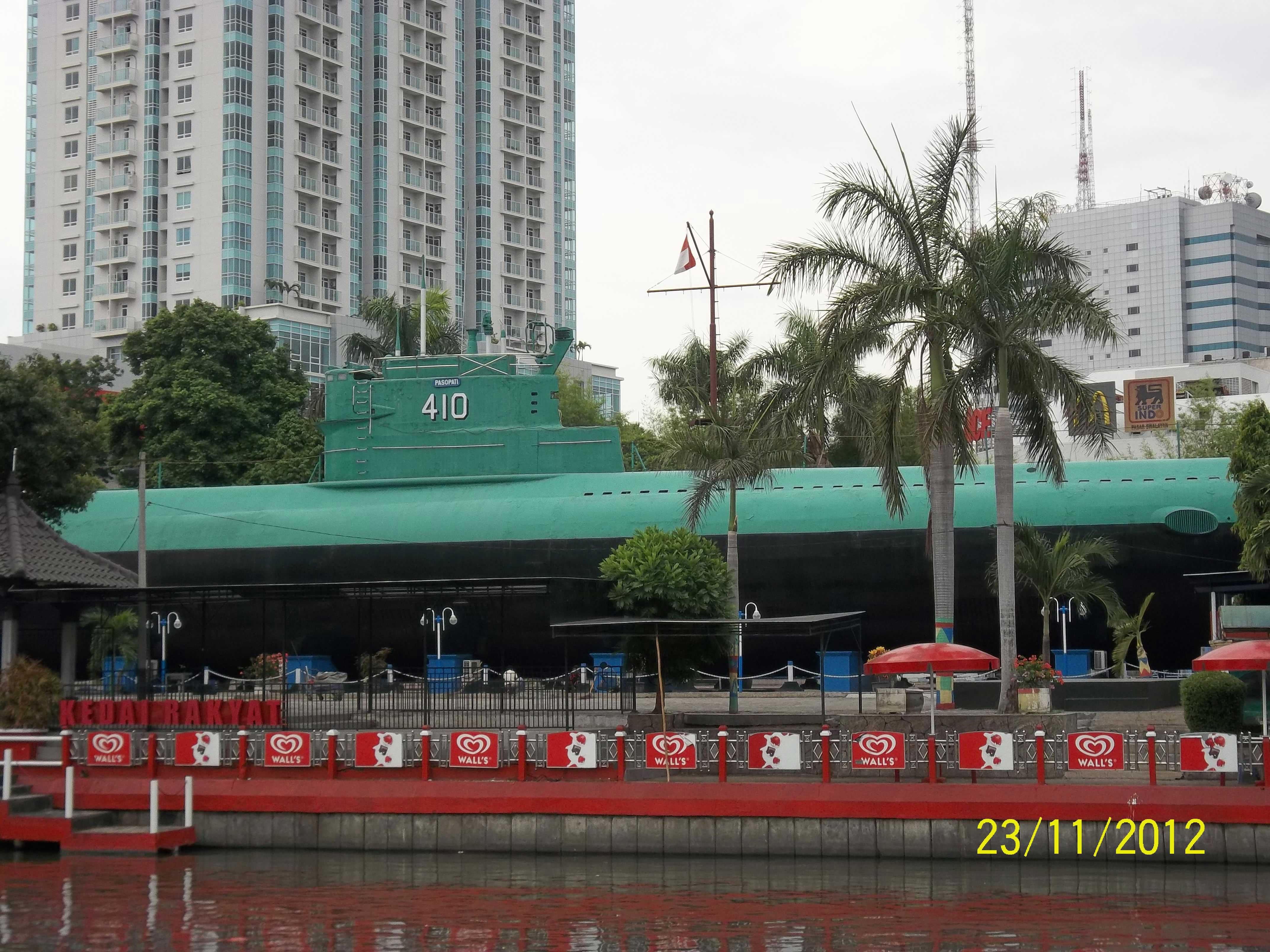 Wonderful Surabaya Direktori Wisata Sejarah Monumen Kapal Selam Kota