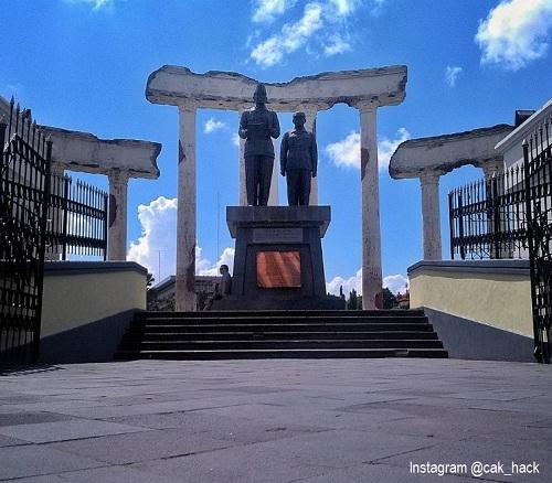 20 Tempat Wisata Surabaya Bagus Terkenal Zona Libur Monumen Pahlawan