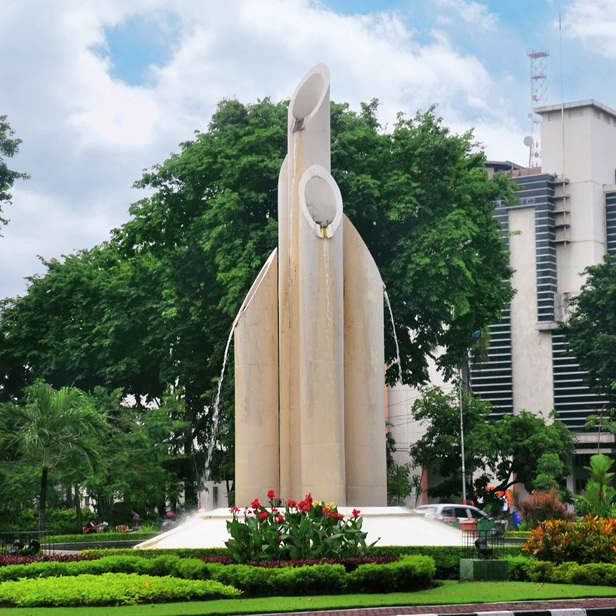 Monumen Bambu Runcing Land Mark Kota Pahlawan Zona Libur Surabaya