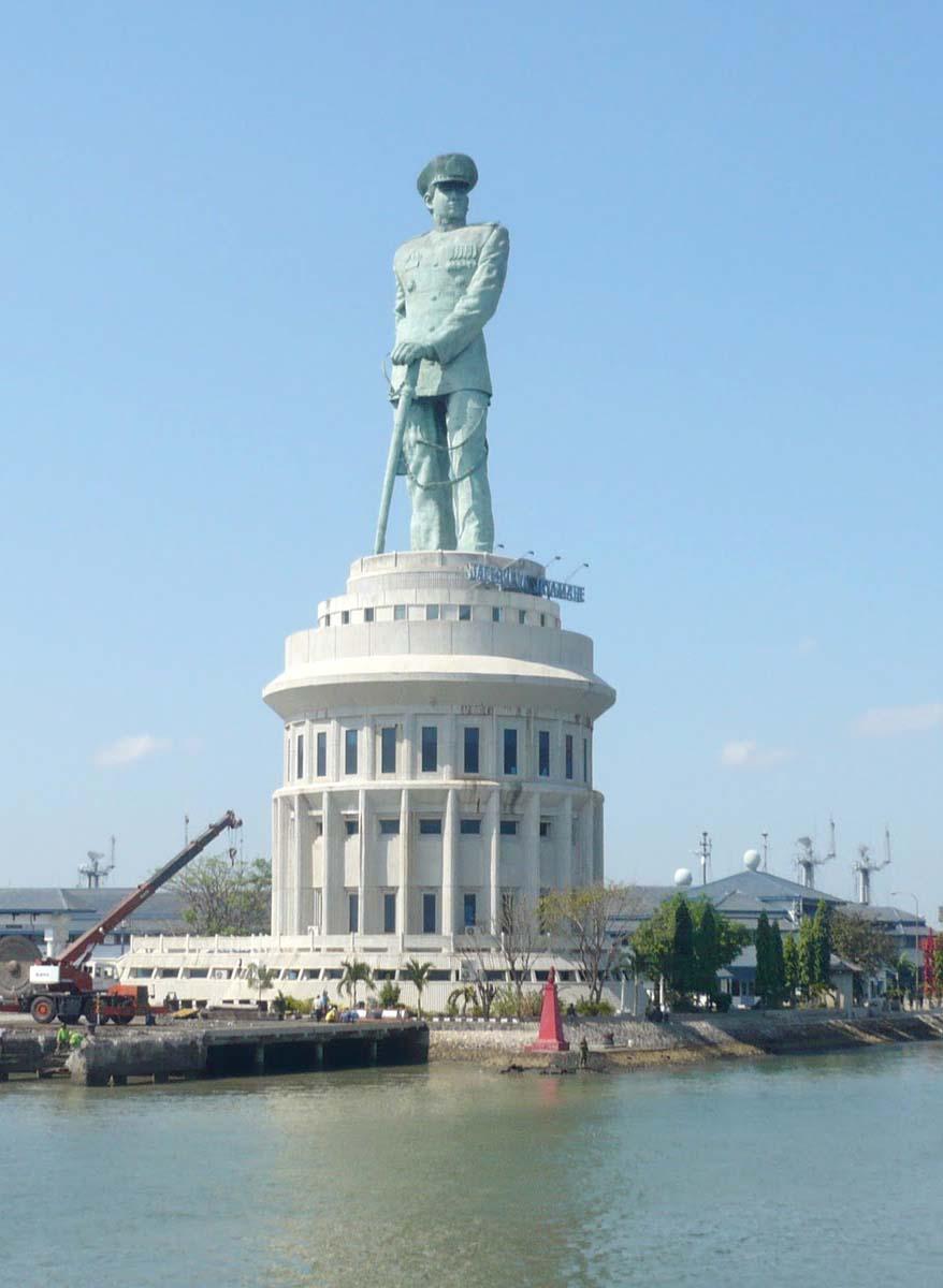 Monumen Jalesveva Jayamahe Lambang Kejayaan Laut Indonesia Wisata Monumenjalesvevajayamahemonjaya Pahlawan