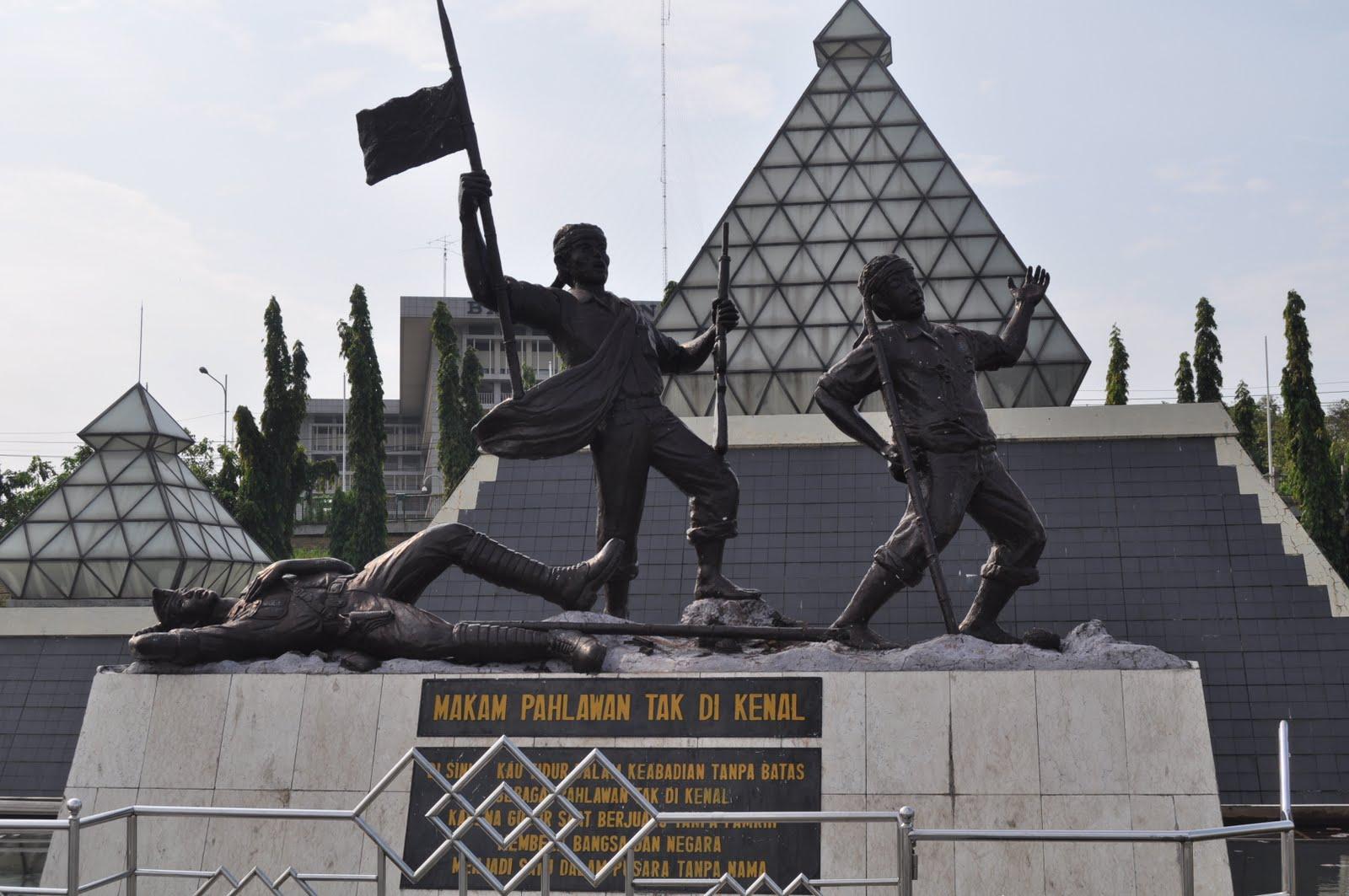 Objek Wisata Monumen Tugu Pahlawan Surabaya Markah Tanah Kota Hmm
