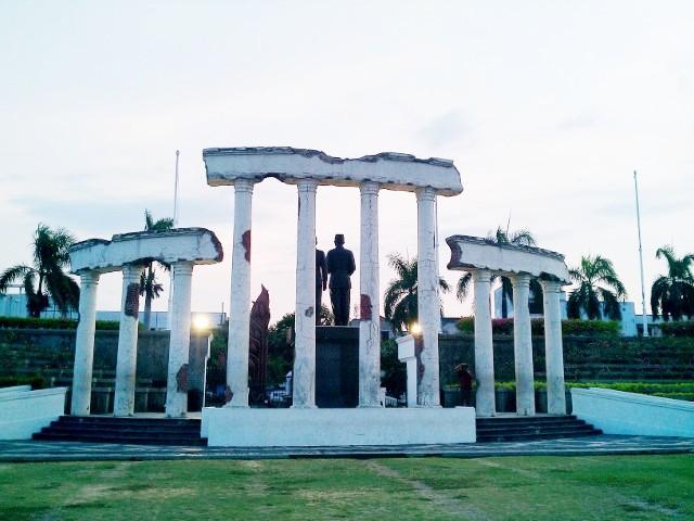 Surabaya Kota Pahlawan Menelusuri Jejak Posted 06 12 2011 Nrm