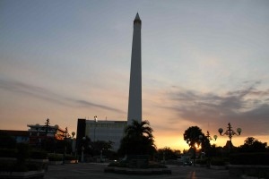 Surabaya Kota Pahlawan Pendidikan Tugu Terletak Jalan Tembaan Dibangun Menghormati