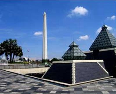 Tempat Wisata Sejarah Tugu Pahlawan Obyek Tragedi 10 Nopember 1945