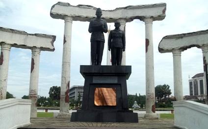 Tugu Pahlawan Surabaya Jawa Timur Wongcrewchild Wisata Monumen Kota