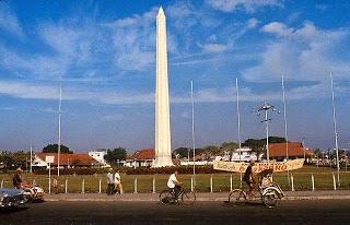 Tugu Pahlawan Surabaya Sewa Rental Mobil Wisata Monumen Kota