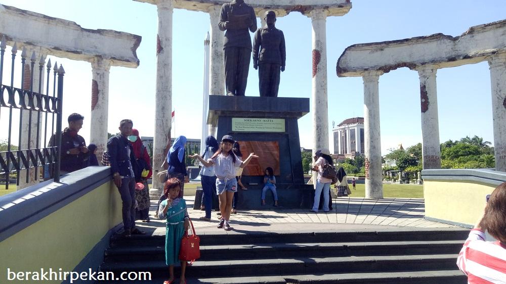 Tugu Pahlawan Surabaya Simbol Semangat Arek Suroboyo Sebuah Monumen Menjadi