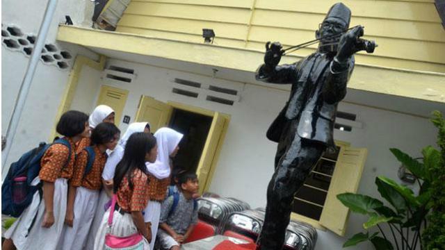 Hari Musik Nasional Museum Wr Soepratman Surabaya Sepi Pengunjung Supratman