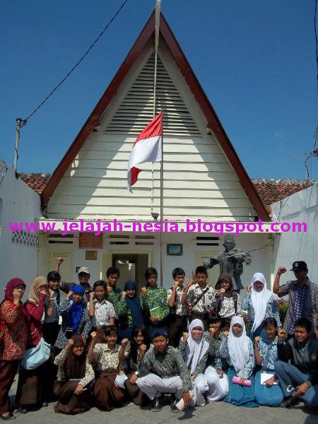 Jelajah Nesia 2 Jejak Sejarah Soepratman Surabaya Bagian Depan Museum
