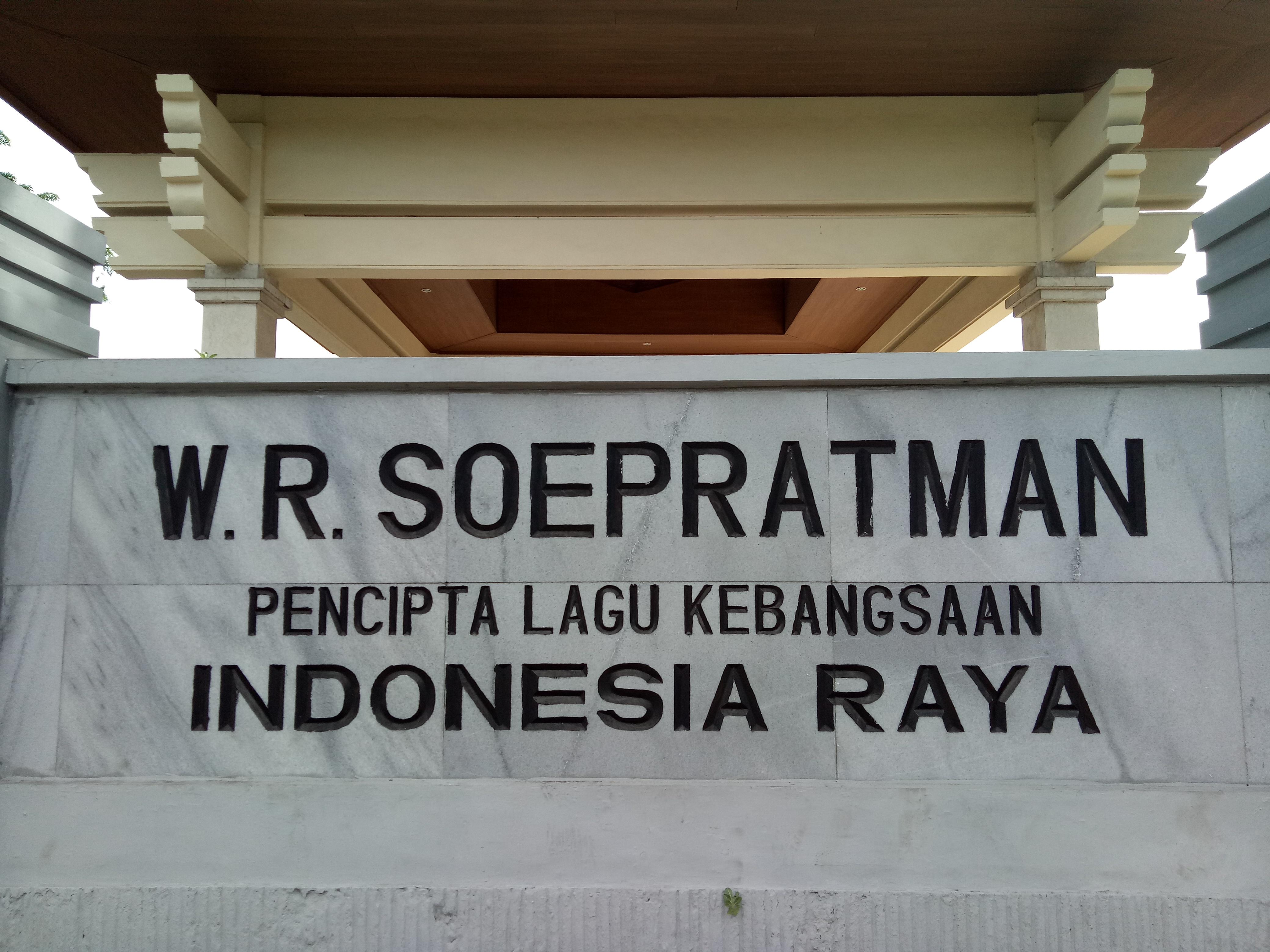 Menengok Makam Wr Soepratman Surabaya Papan Nama Foto Michelle Alda