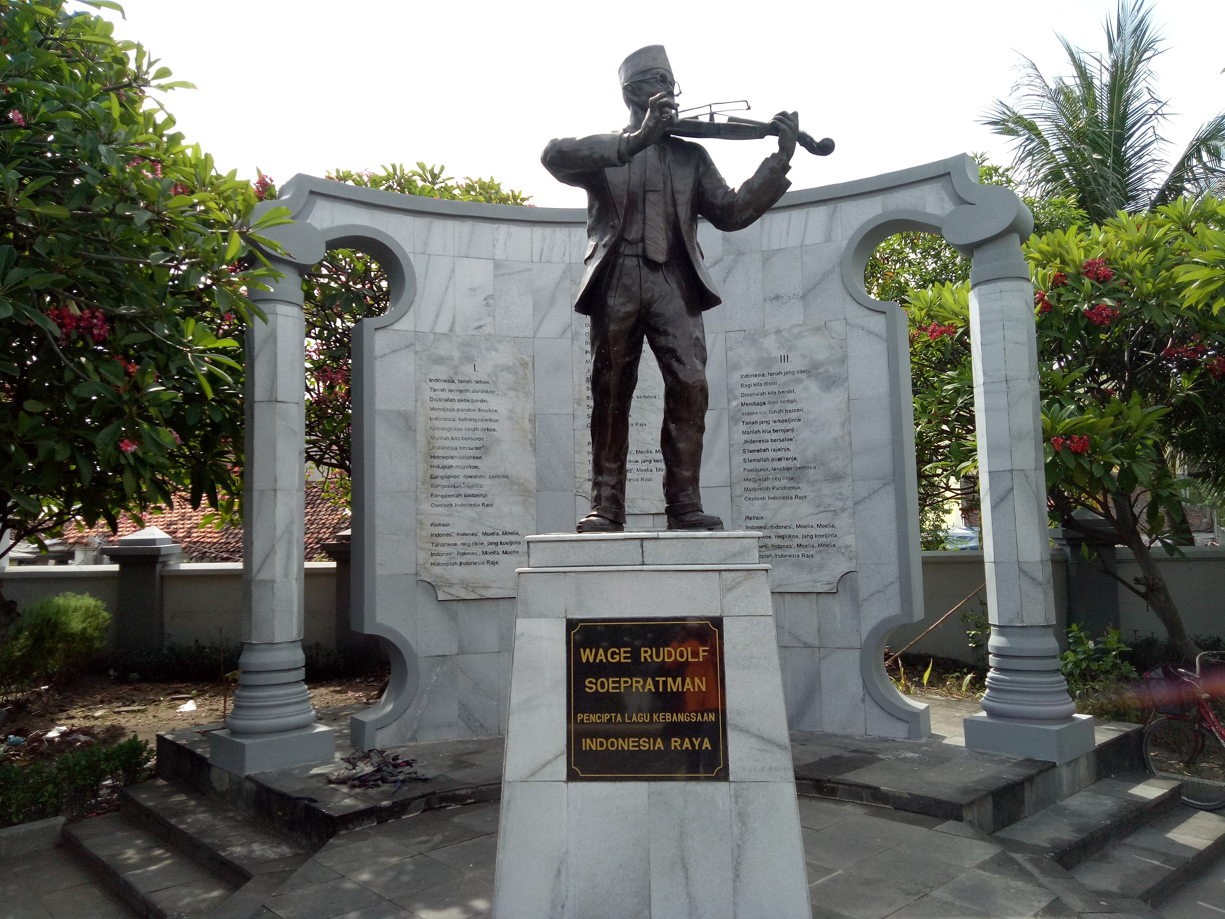 Menengok Makam Wr Soepratman Surabaya Patung Komplek Wisata Museum Kota