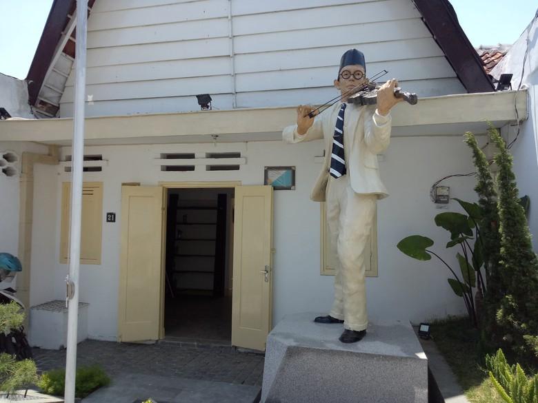 Rumah Wafat Wr Soepratman Surabaya Melihat Wisata Museum Kota