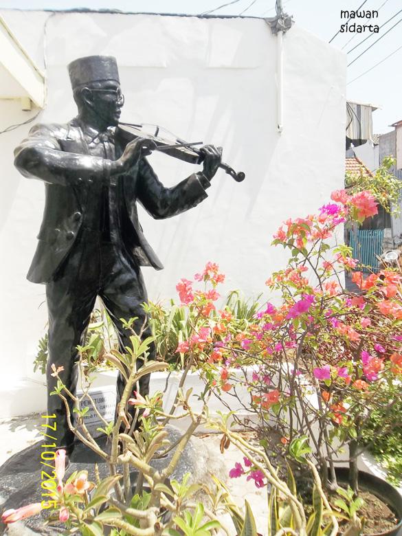 Sulitnya Mengunjungi Museum Wr Soepratman Oleh Mawan Sidarta Patung Depan