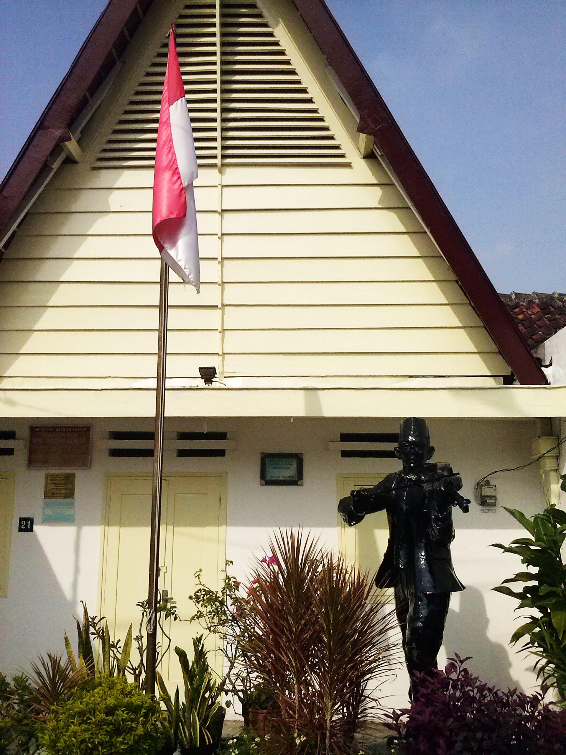 Surabaya Kota Pahlawan Part 2 Je Es Rumah Tengah Pemukiman