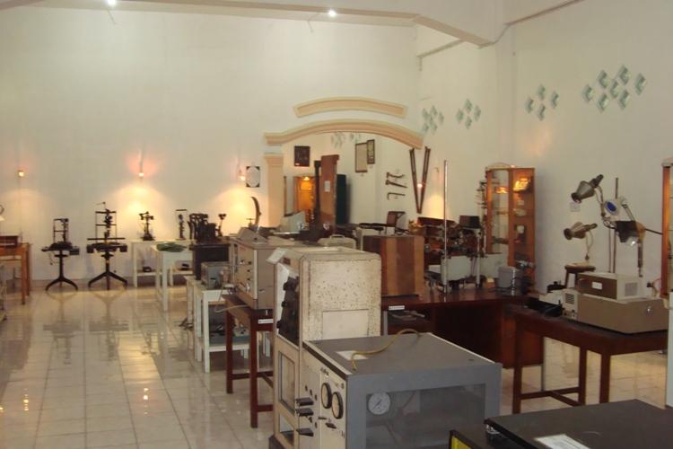 Surabaya Kota Pahlawan Pendidikan Museum Kesehatan Wisata Wr Soepratman