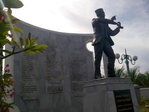 Wage Rudolf Soepratman Pencipta Lagu Indonesia Raya Patung Wr Menggesek