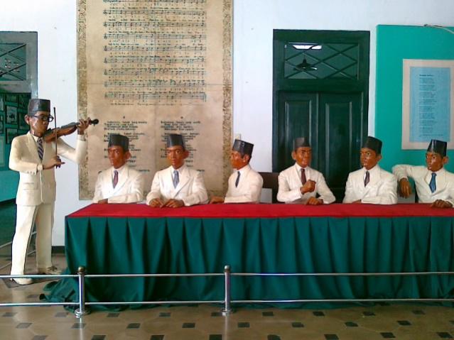 Wr Soepratman Perdengarkan Lagu Kebangsaan Indonesia Raya Diorama Supratman Memperdengarkan