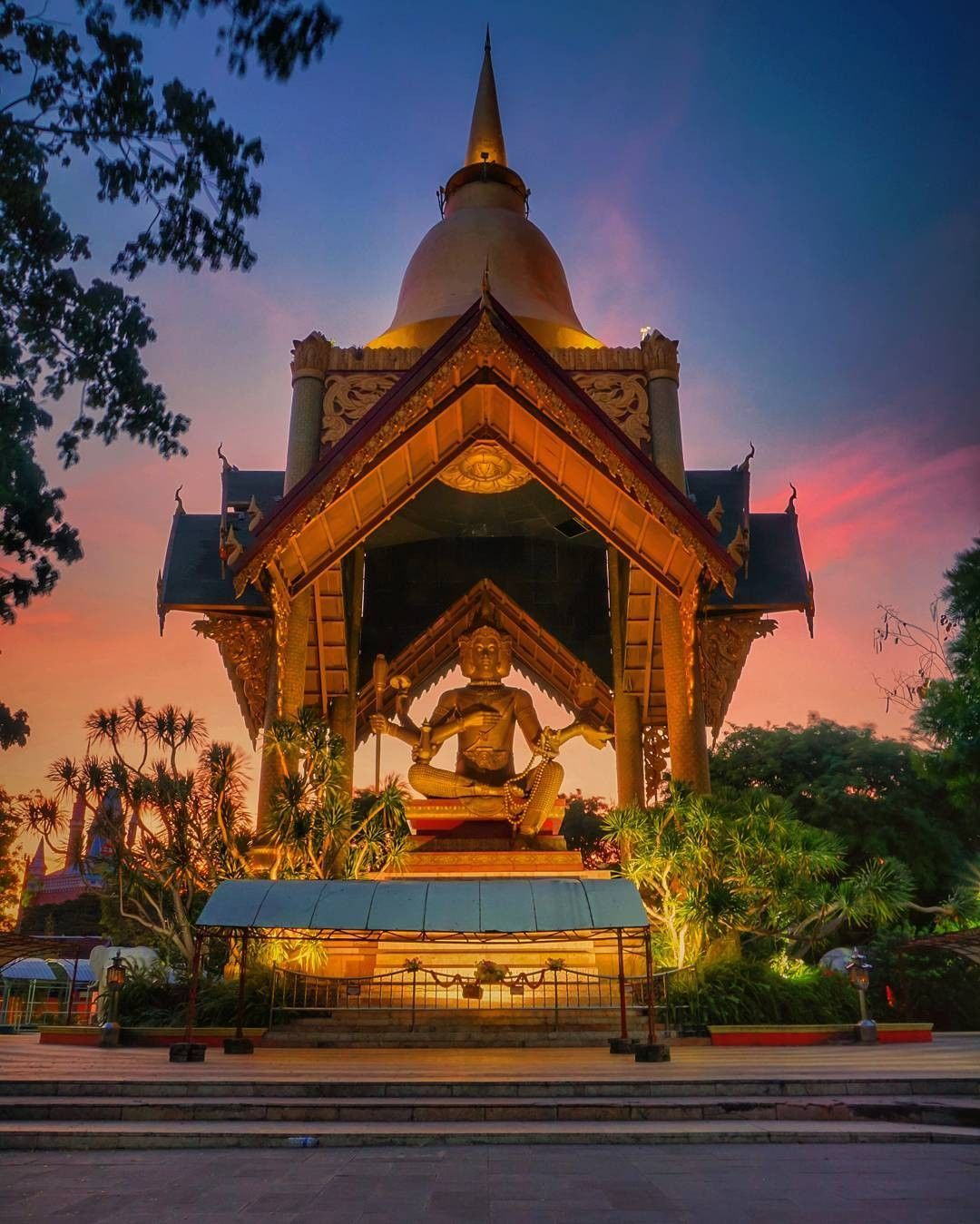 7 Tempat Wisata Religi Surabaya Kota Multietnis Mengagumkan Patung Budha