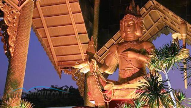 Objek Wisata Patung Buddha Empat Wajah Bromotour Id Kota Surabaya