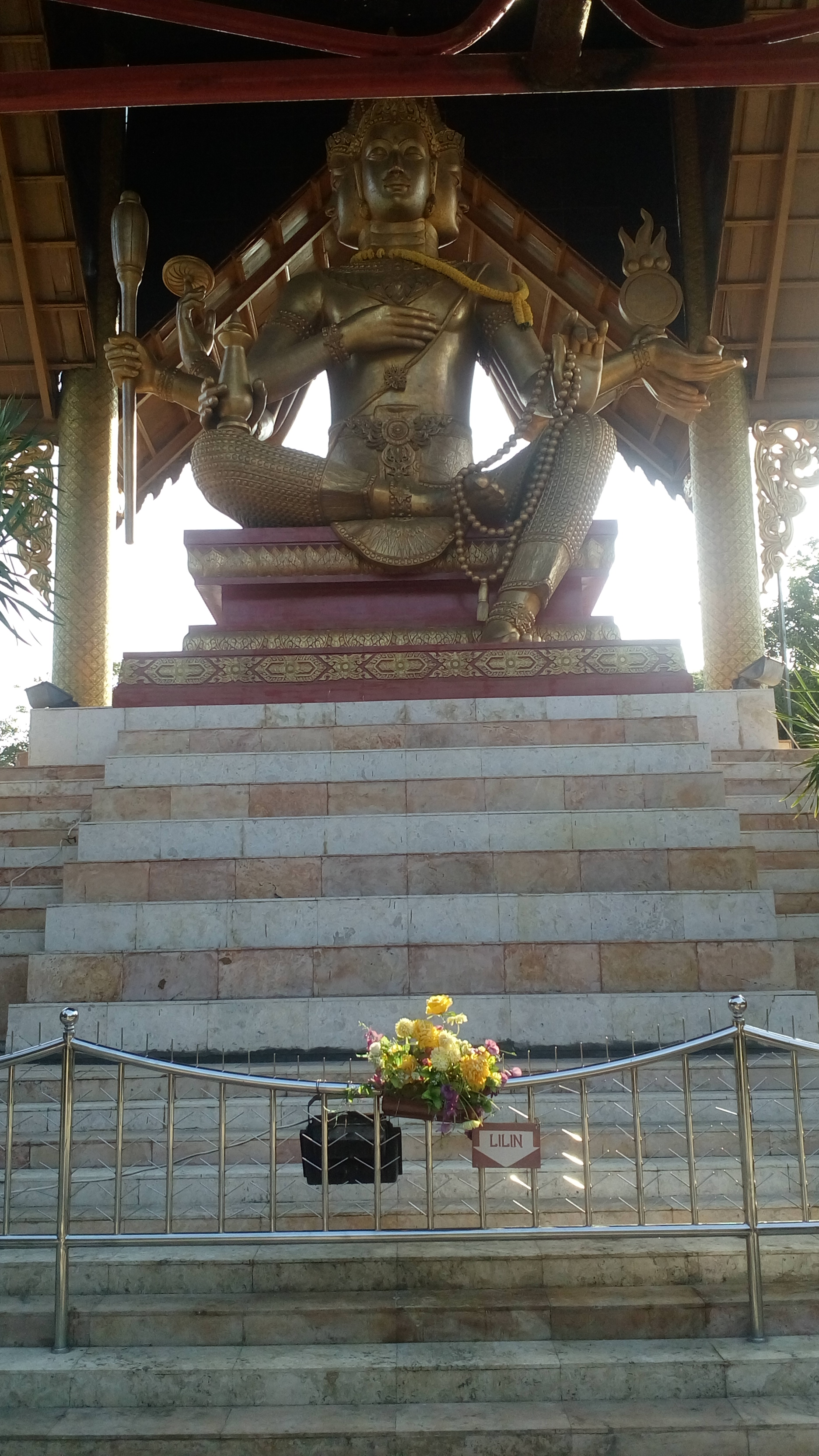 Patung Budha Empat Wajah Tertinggi Indonesia Image Memiliki Wisata Buddha