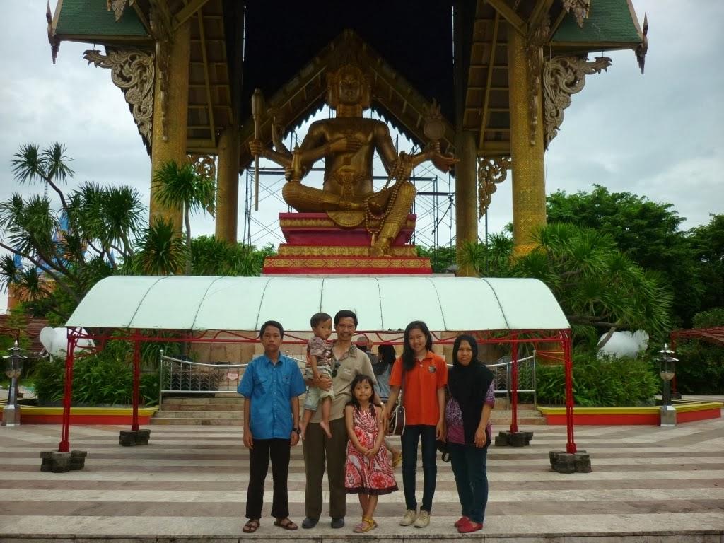 Wisata Keluarga Ss Surabaya Jawa Timur Patung Budha Emas Buddha