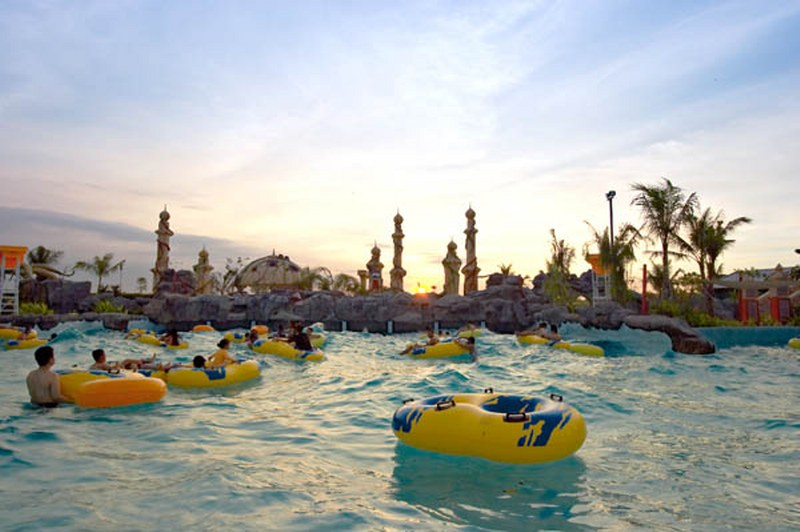 10 Destinasi Wisata Surabaya Katalog Tempat Liburan Ciputra Waterpark Rumah