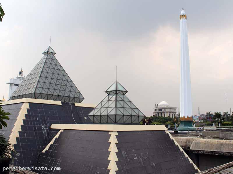 20 Obyek Wisata Surabaya Patut Dikunjungi Tugu Pahlawan Rumah Batik