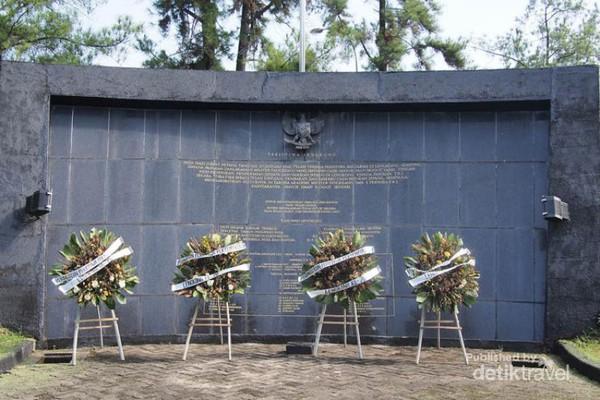Palagan Lengkong Monumen Nyaris Dilupakan Tangerang Karangan Bunga Depan Musium