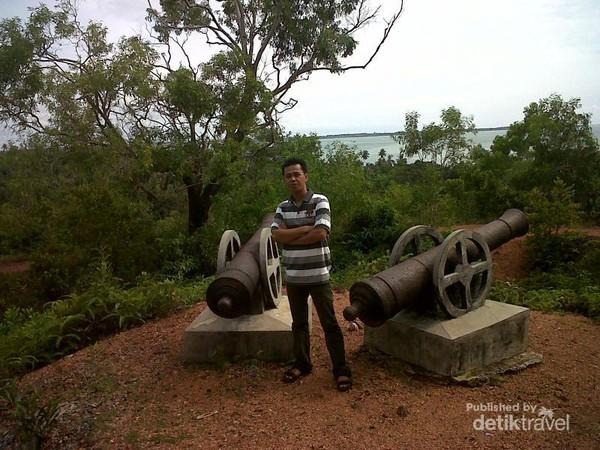 Masjid Putih Telur Pulau Penyengat Benteng Bukit Kursi Terletak Tinggi