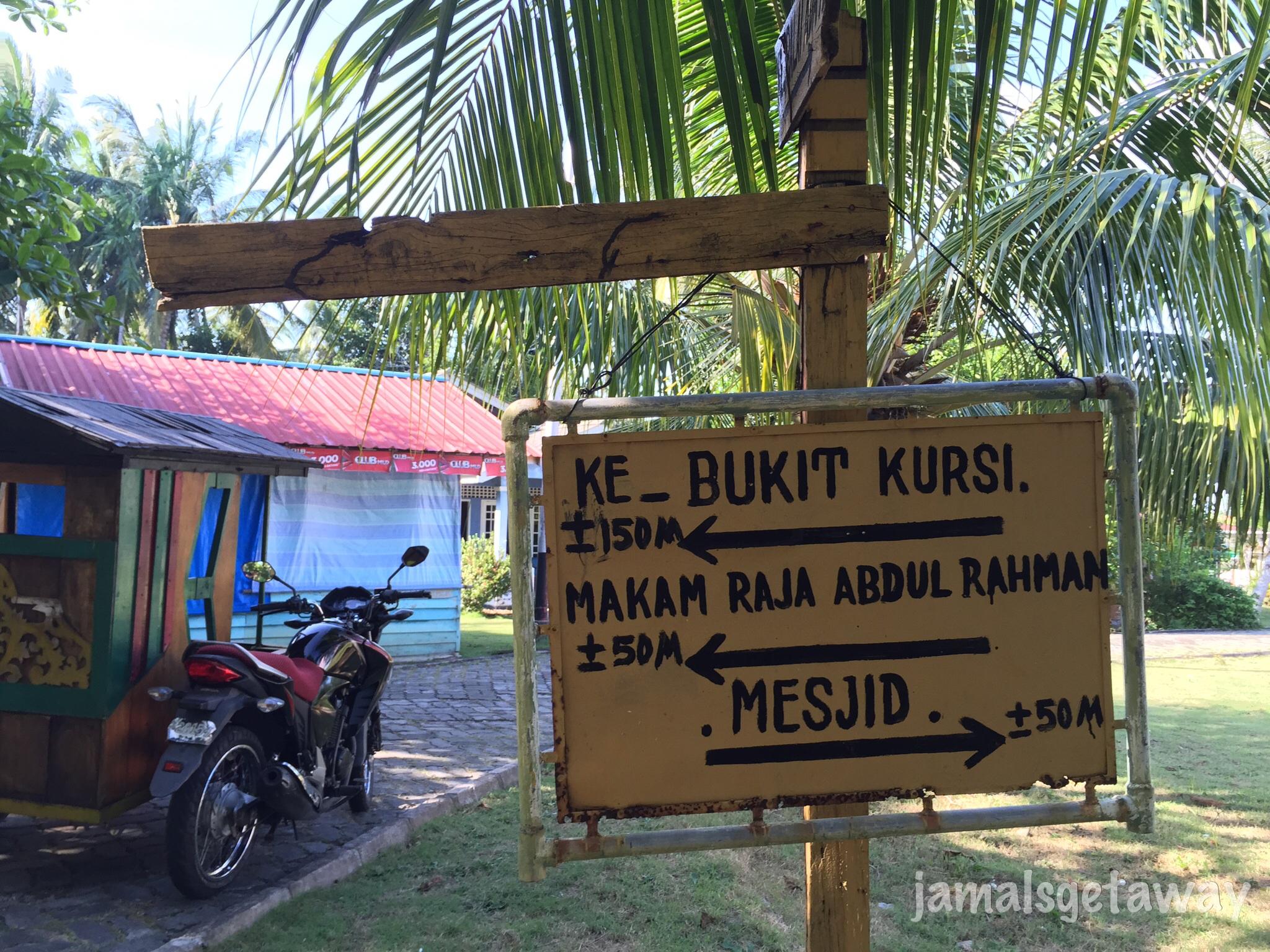 Mengenal Peninggalan Kesultanan Melayu Pulau Penyengat Papan Penunjuk Jalan Bukit