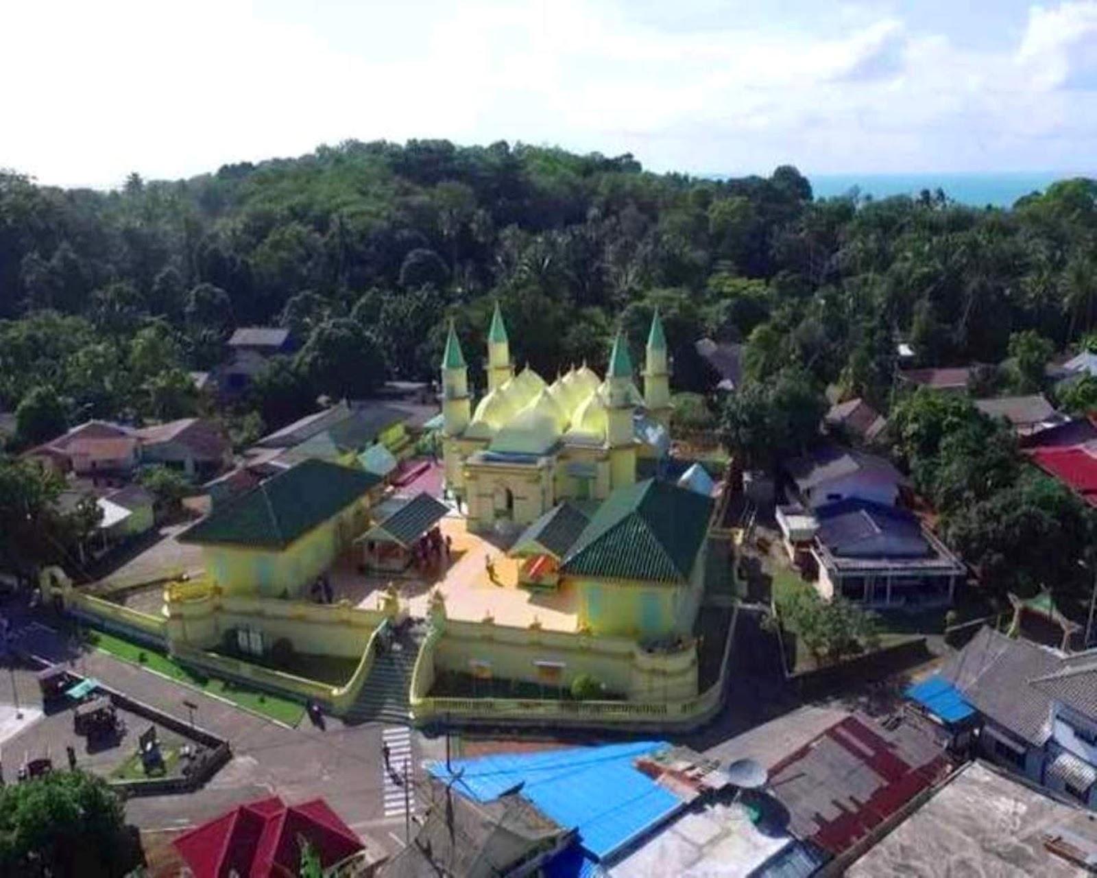 Pulau Penyengat Pesona Melayu Kepulauan Riau Indonesia Halaman Masjid Raya