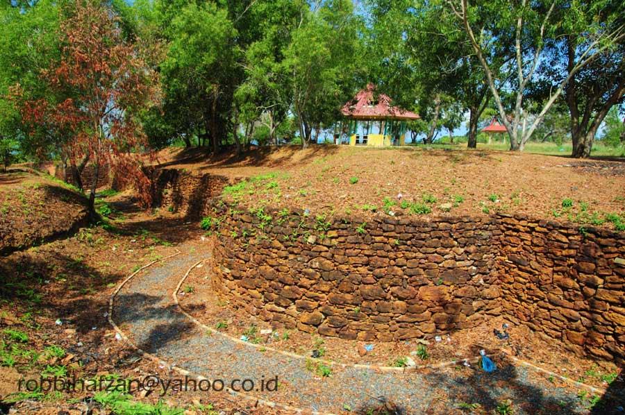 Pulau Penyengat Wisata Murah Meriah Bintan Part Iii Robbi Benteng