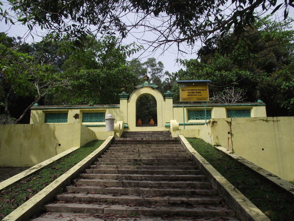 Wisata Sejarah Pulau Penyengat Ira Marby Bukit Kursi Terdapat Makam
