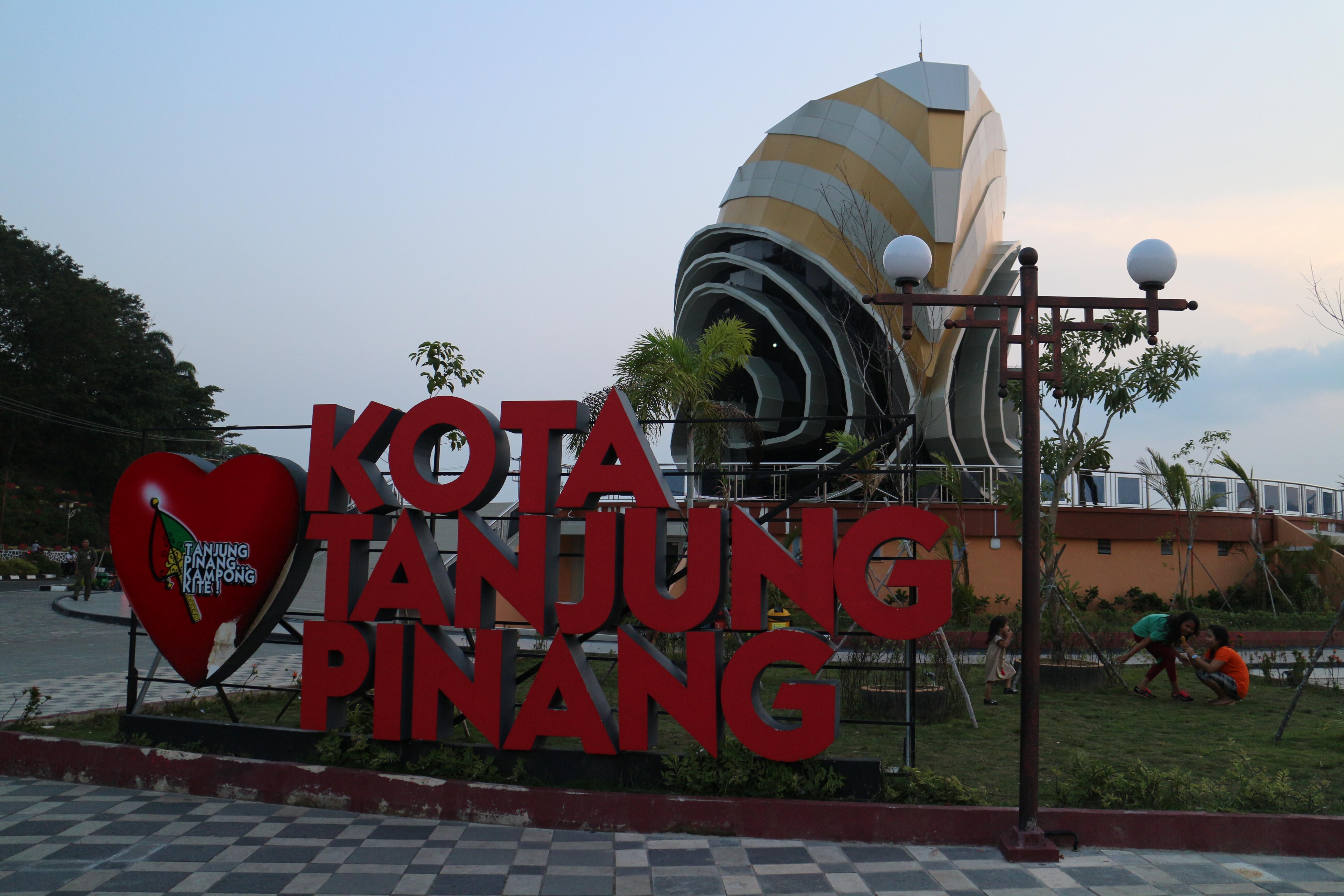 Exploring Tanjungpinang Foot Wow Getaways Discover Kota Gedung Gonggong Conch