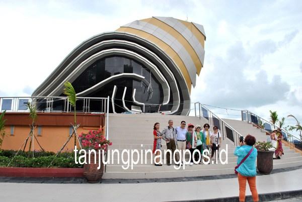 Gedung Gonggong Mulai Tak Terawat Tanjungpinang Pos Berfoto Turis Tiongkok
