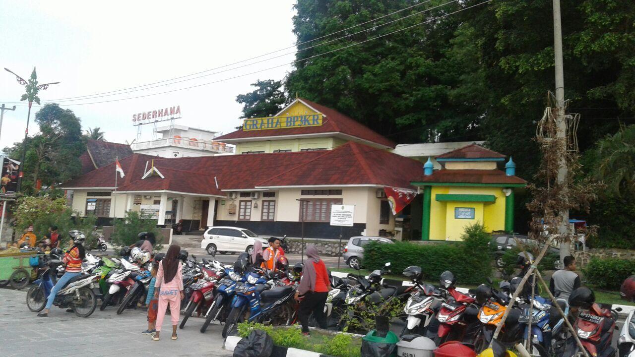 Menikmati Indahnya Gedung Gonggong Tepi Laut Tanjungpinang Kota