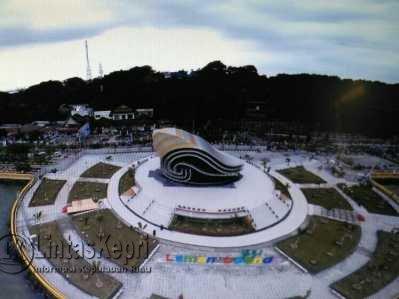 Pemko Tanjungpinang Pasang Penerangan Laman Boenda Gedung Gonggong Taman Kota