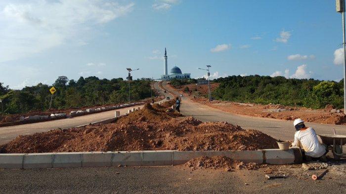 Dipasang Beton Pembatas Jalan Masjid Raya Dompak Enak Dipandang Mata